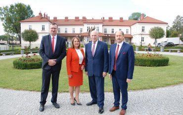 Delegacja prominentnych gości z USA w PWSTE w Jarosławiu